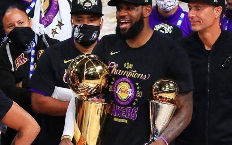 Photo of LeBron James sigue haciendo historia
